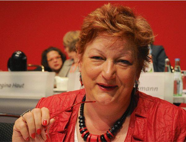 """""""Ausgezeichnete Gärtnerei des Jahres"""" gekürt - Barbara Hackenschmidt gratuliert Gartenbau Winde zu dieser Anerkennung"""