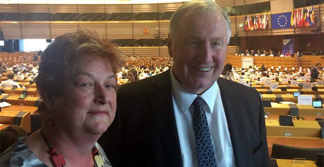 Barbara Hackenschmidt wählte Karl-Heinz Lambertz zum Präsident des AdR und begrüßt die aktuellen Entwicklungen zur Aufstockung der EU Fördermittel für kleinere Verkehrsinfrastrukturen in Grenzregionen