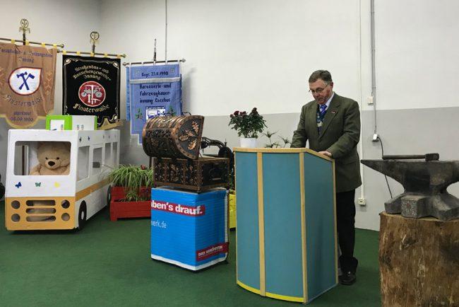 Kreishandwerksmeister Jürgen Mahl bei Gesellenfreisprechung der Niederlausitzer Kreishandwerkerschaft