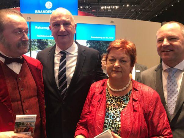 Rundgang mit dem Ministerpräsidenten Dr. Woidke in der Brandenburg-Berlin Halle bei der ITB.